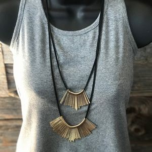 NWT- Women's long necklace